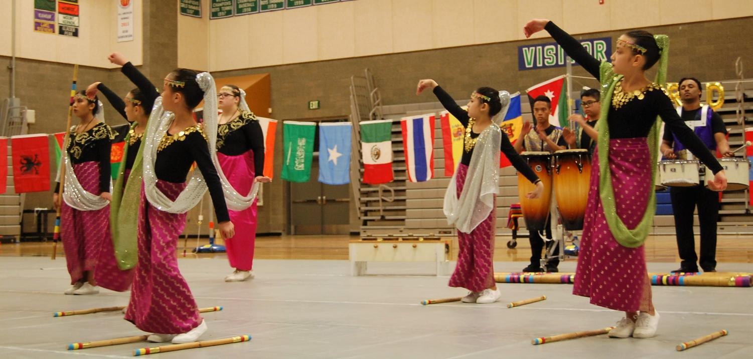 The+Filipino+Youth+Association+performs+at+Shorewood%E2%80%99s+World+Night.