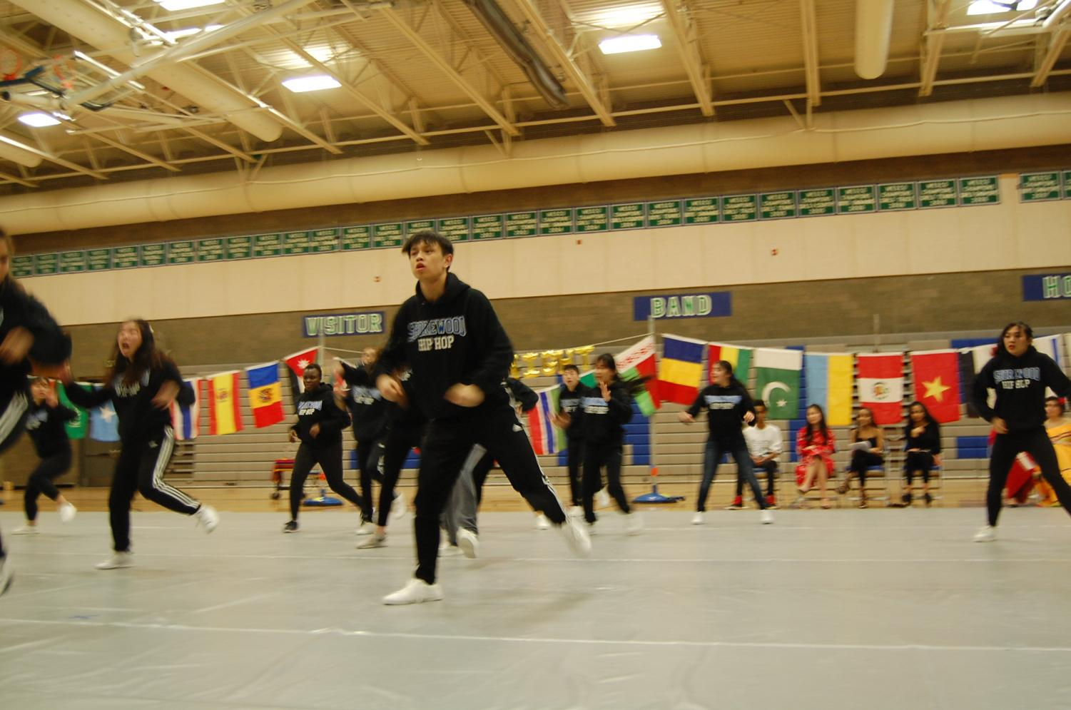 +Although+it+is+senior+Sing+Cheer+To%E2%80%99s+first+year+on+the+Hip+Hop+team%2C+To+dances+with+great+enthusiasm.